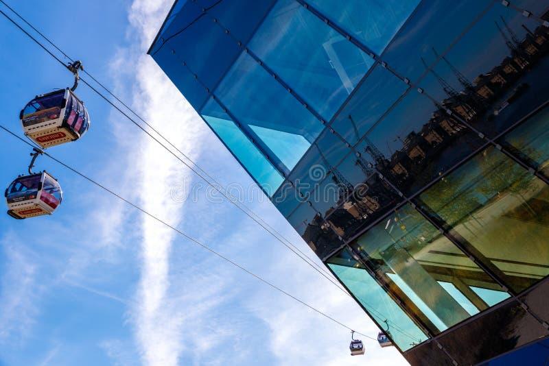 A linha de ar dos emirados ou o teleférico de Tamisa imagens de stock