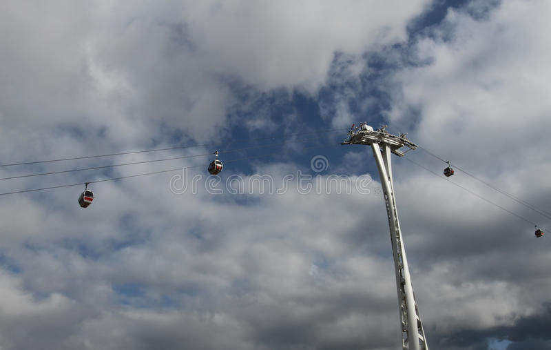 A linha de ar teleférico dos emirados Londres fotos de stock