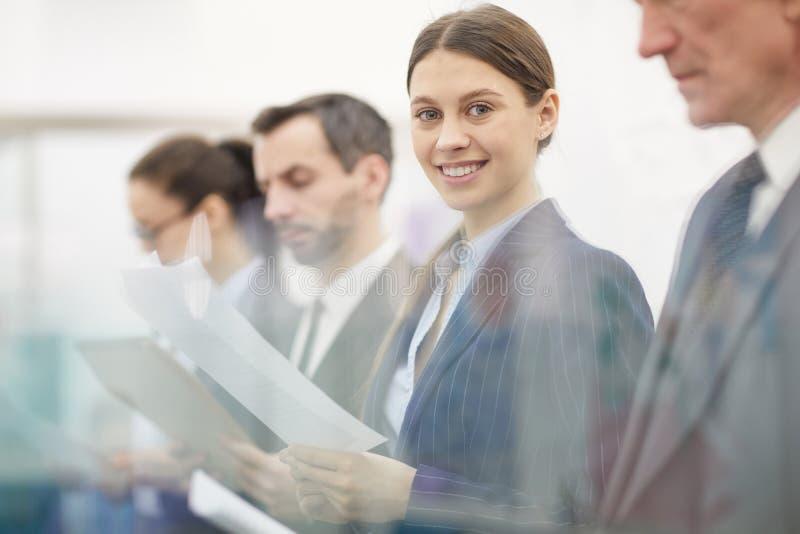 Linha de executivos fotografia de stock royalty free