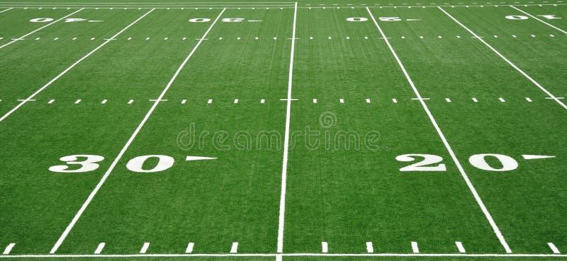 linha de jardas 20 & 30 no campo de futebol americano fotografia de stock royalty free