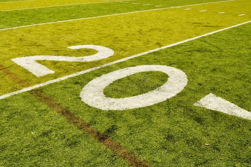 Linha de jardas vinte no campo de futebol imagens de stock