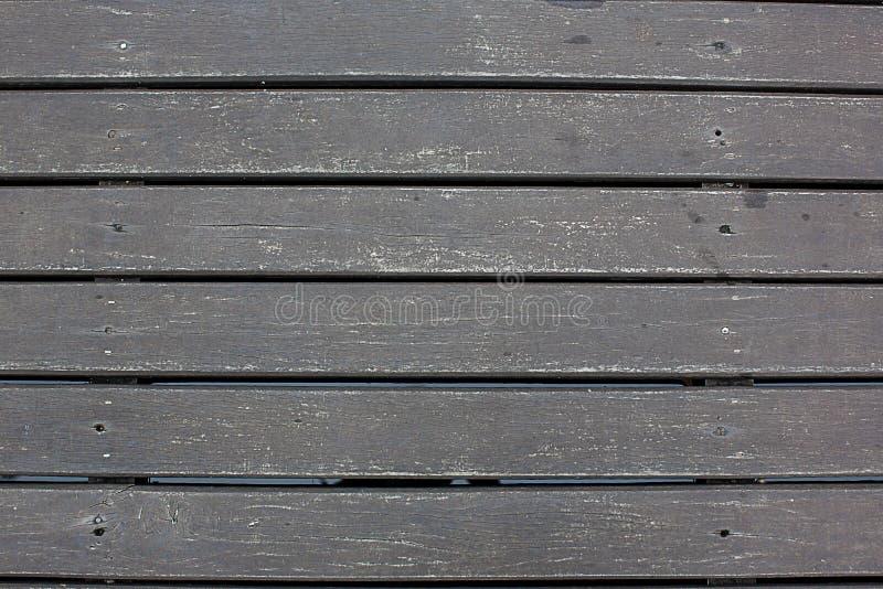 A linha de madeira do lath de Weatherd arranja o fundo do textrue do teste padrão Textura da madeira não tratada escura imagens de stock royalty free
