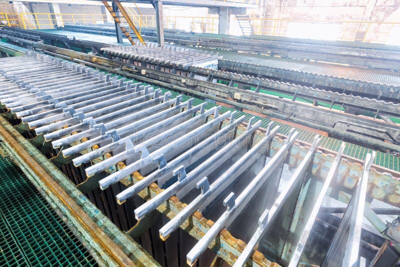 Linha de produção eletrolítica do zinco imagem de stock royalty free