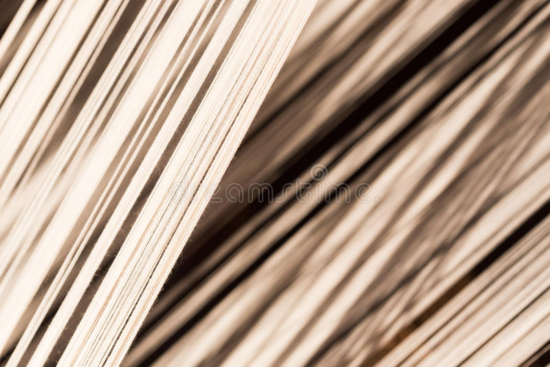 Linha de seda branca na máquina da costura ou de tecelagem, textura, backgroun foto de stock royalty free