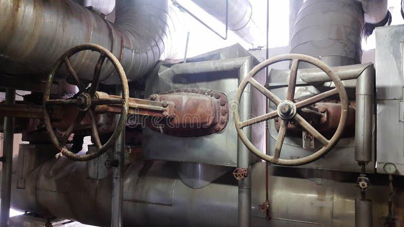 Linha de vapor principal grande das válvulas foto de stock