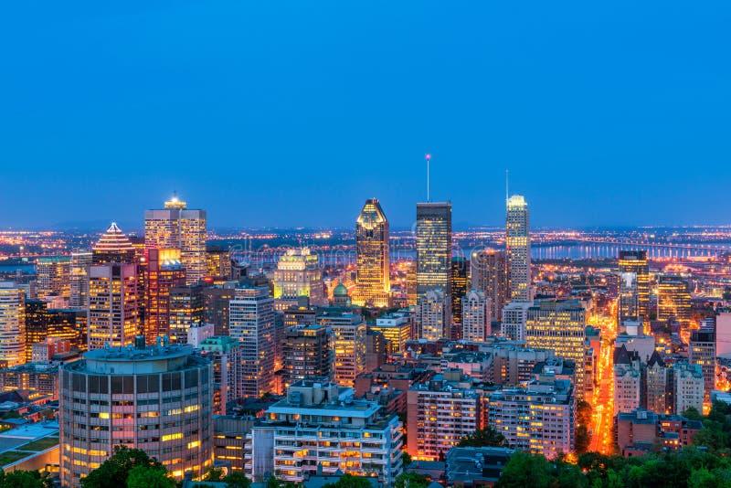 Linha do horizonte de Montreal Canadá em Dusk imagens de stock royalty free