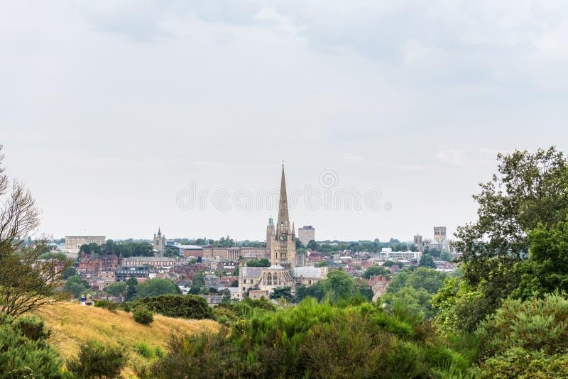 Linha do horizonte Norwich de uma colina próxima imagem de stock royalty free