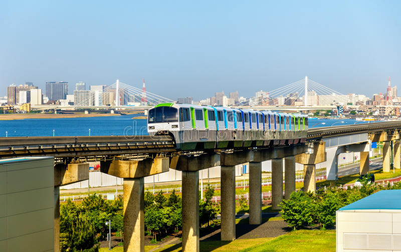 Linha do monotrilho do Tóquio no aeroporto internacional de Haneda imagem de stock