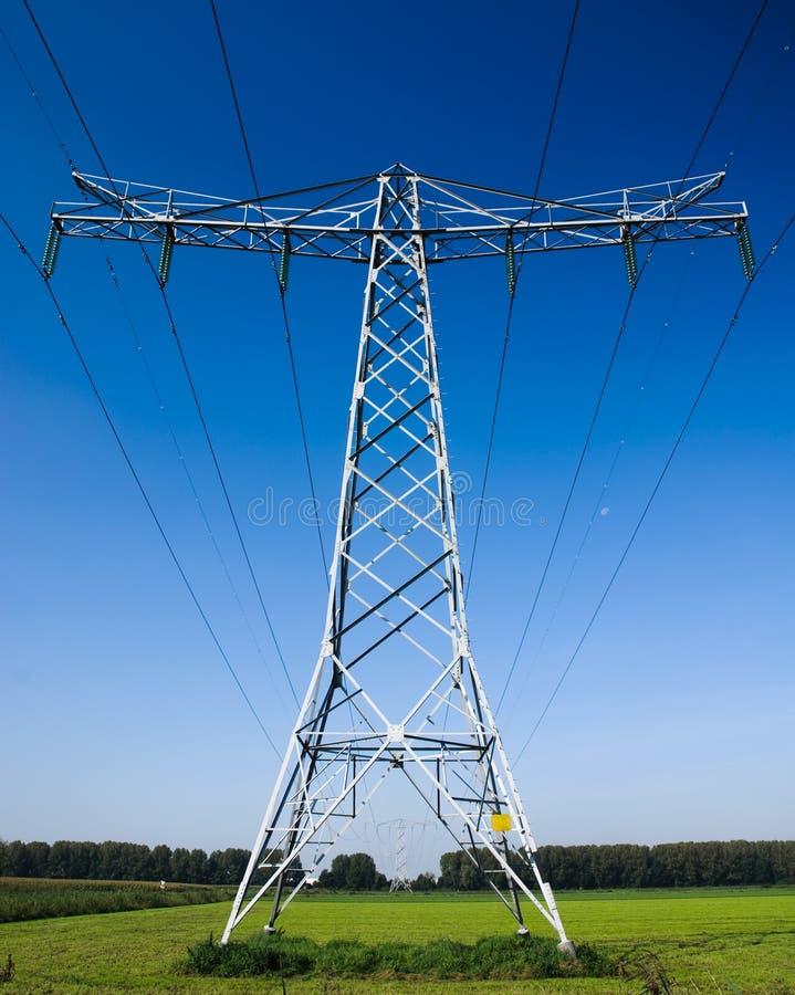 Linha eléctrica de alta tensão industrial imagem de stock