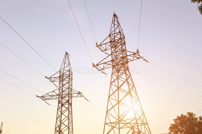 Linha eléctrica no por do sol fotografia de stock royalty free