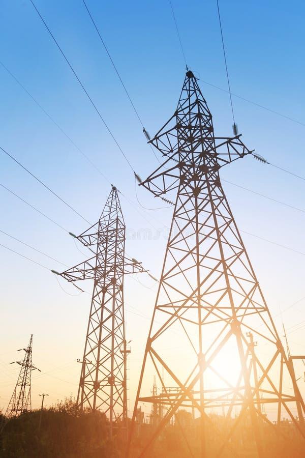 Linha eléctrica no por do sol fotos de stock royalty free