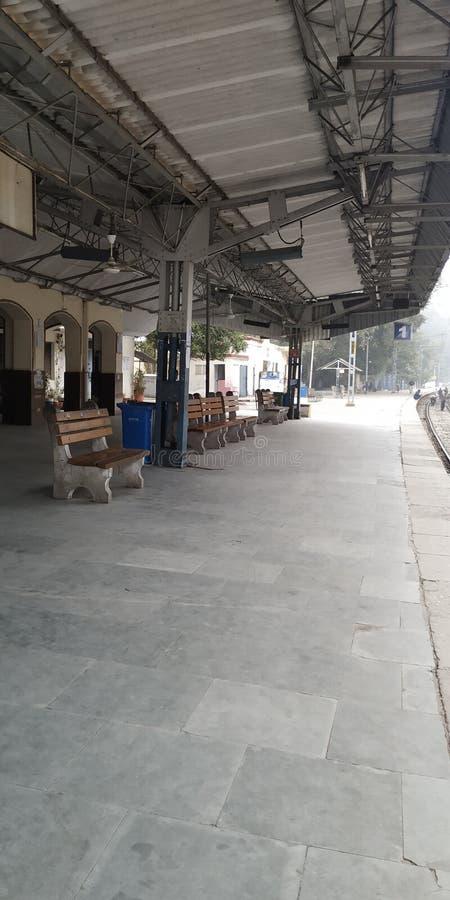Linha ferroviária da estação de uttar Pradesh, Estado da Índia imagens de stock royalty free