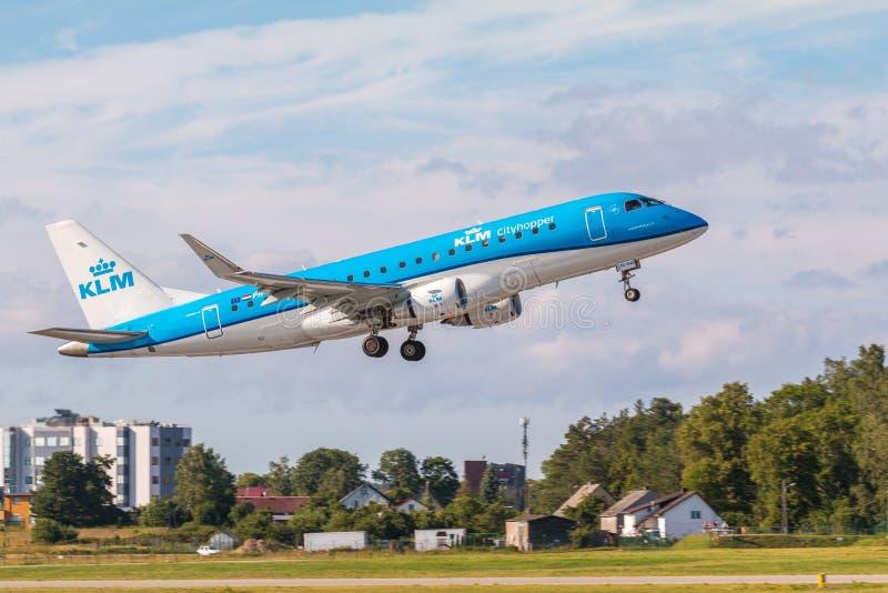Linha plana KLM que descola de Lech Walesa Airport fotos de stock royalty free