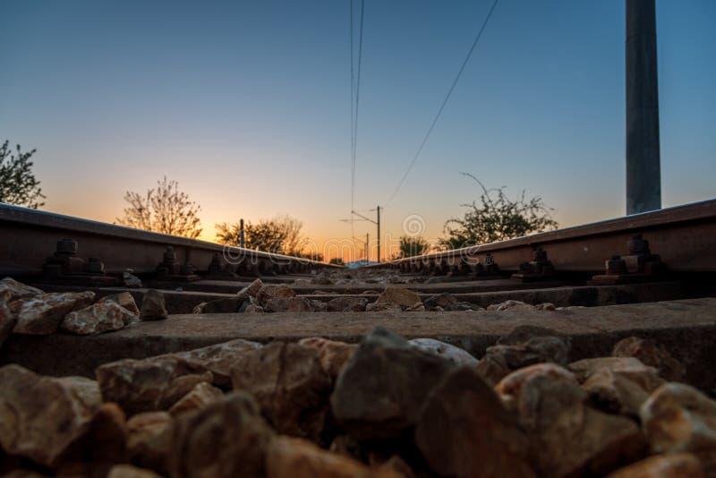 Linha railway do por do sol bonito imagens de stock