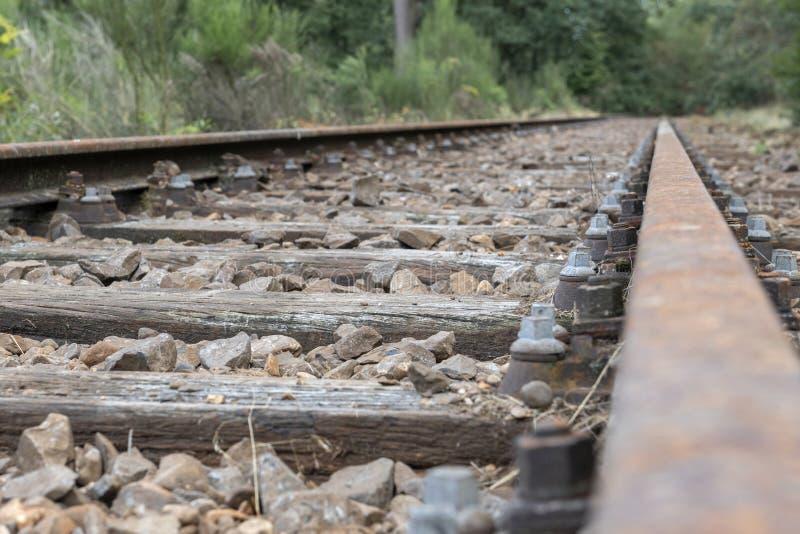 Linha railway velha curso de Borkense nos Países Baixos imagem de stock