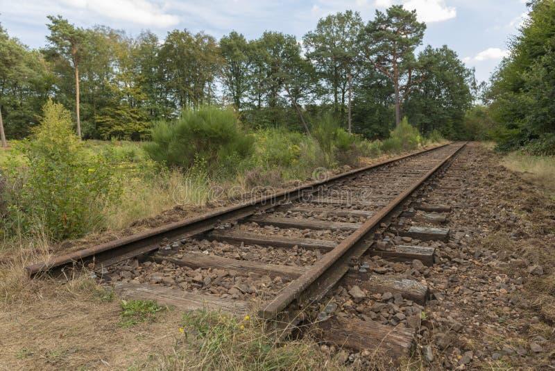 Linha railway velha curso de Borkense nos Países Baixos fotografia de stock royalty free