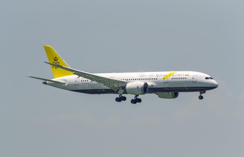 Linhas aéreas reais Boeing 737 de Brunei Darussalam imagens de stock