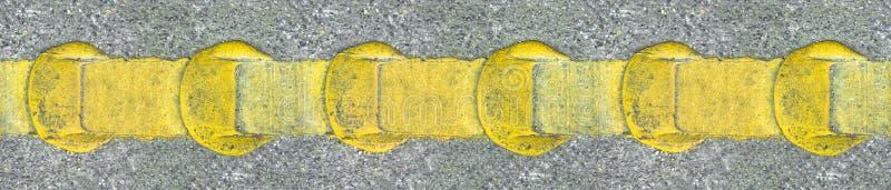 Linhas amarelas da estrada do asfalto fotografia de stock