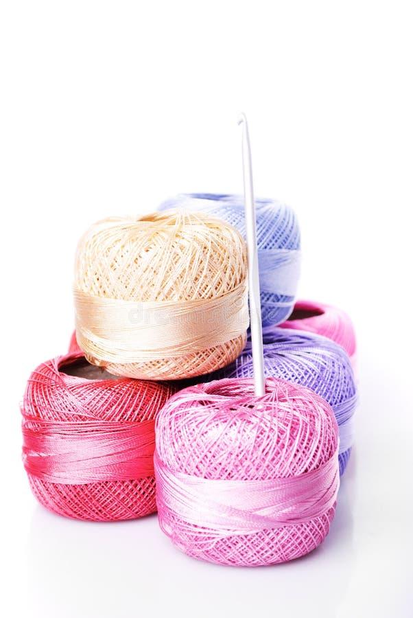 Linhas da cor do Crochet imagens de stock