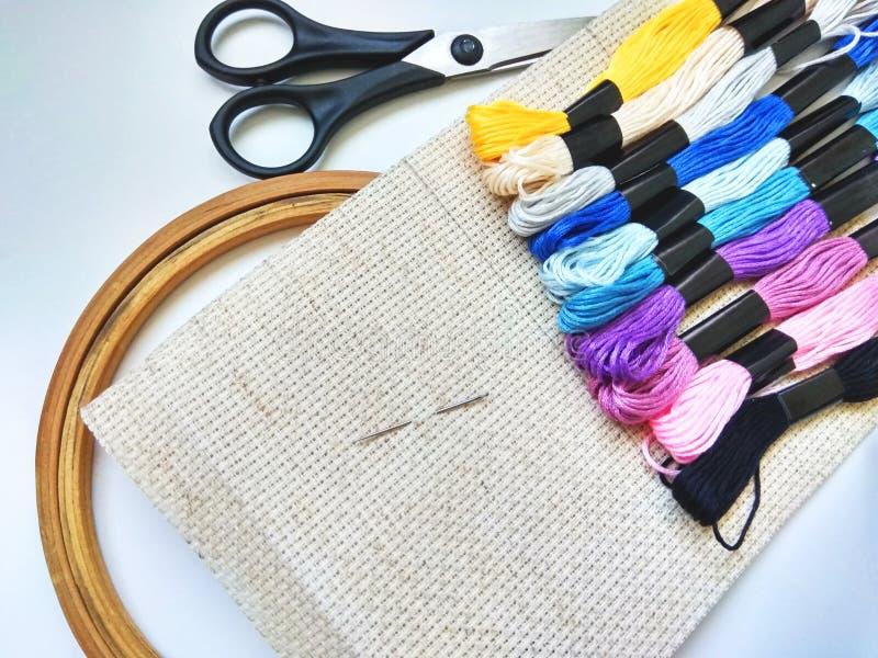 Linhas da lona, da agulha e do moulinet passatempo fotografia de stock
