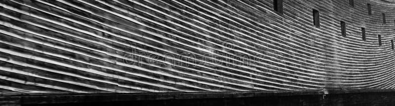 Linhas de encurvamento longas de pranchas de madeira foto de stock