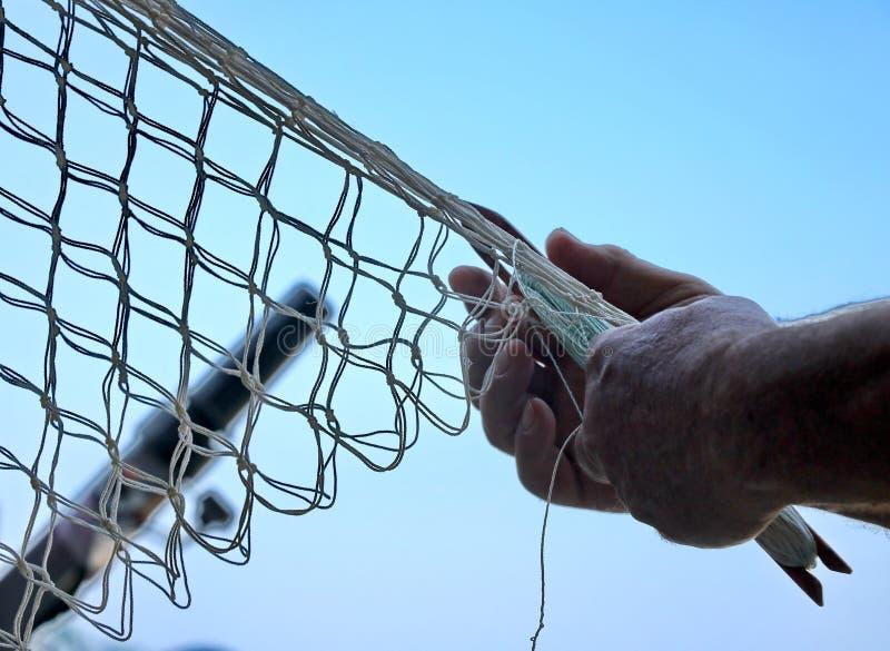 Linhas de Repairs Fishnets Fishing do pescador fotografia de stock royalty free