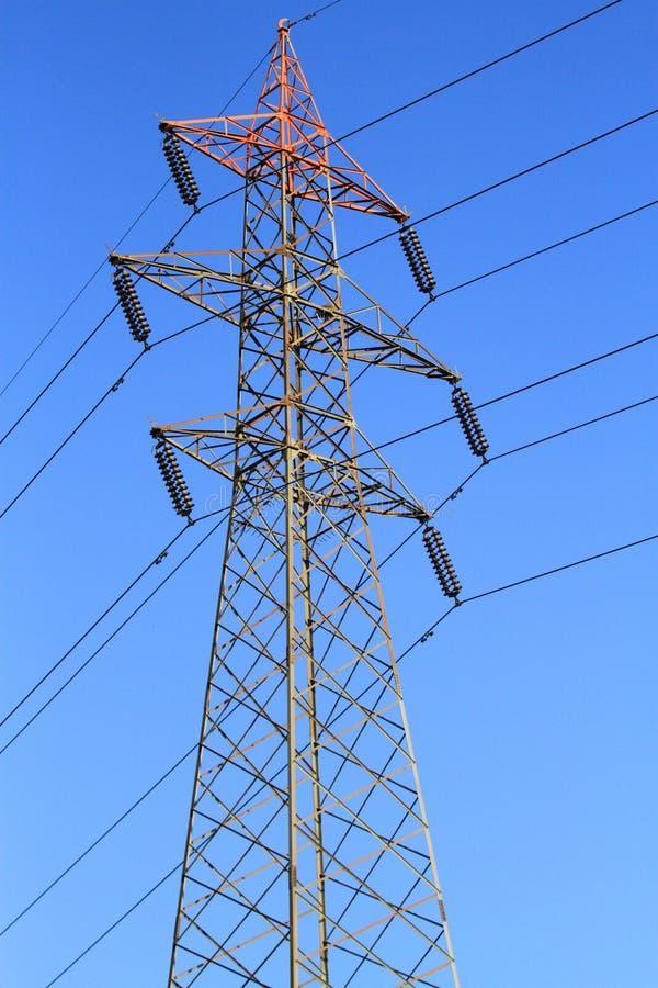 Linhas de transmissão da energia eléctrica imagens de stock