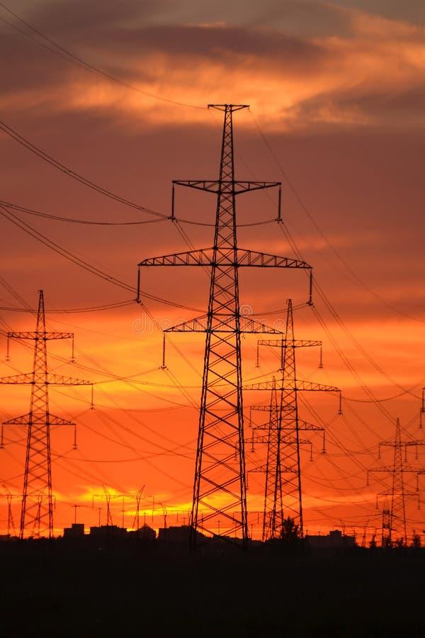 Download Linhas De Transmissão Da Energia Eléctrica No Por Do Sol Foto de Stock - Imagem de perigo, gerador: 26523600