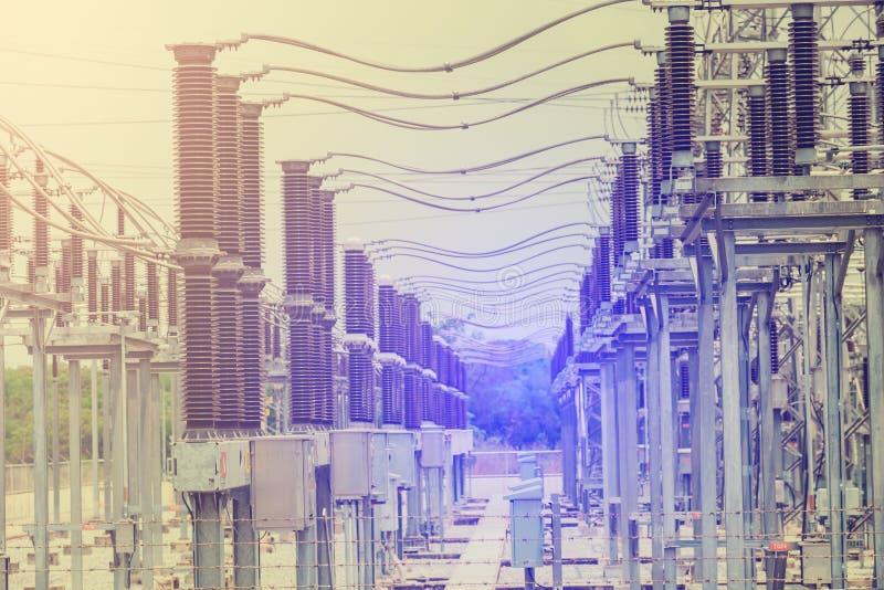 Linhas de transmissão de energia elétricas, subestação de alta tensão do transformador de poder imagem de stock royalty free