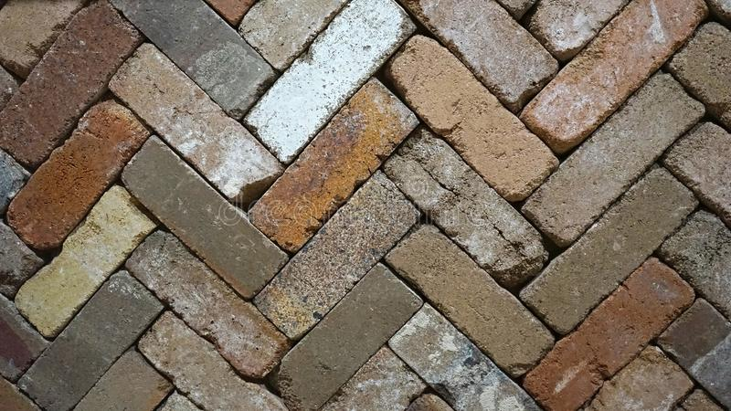 Linhas diagonais do ziguezague de lajes rústicas do tijolo da paleta de cores foto de stock royalty free