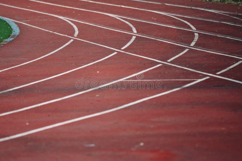 Linhas do atleta Track ou da pista de atletismo Trilha do atletismo no est?dio fotos de stock