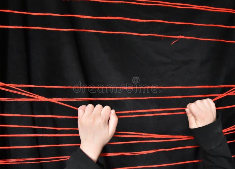 Linhas e child& x27; mãos de s fotos de stock