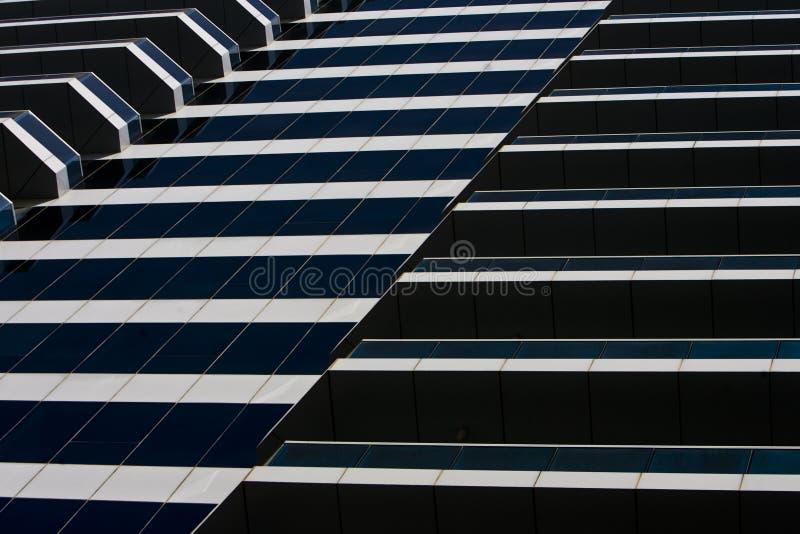 Linhas e curvas do edifício moderno fotografia de stock