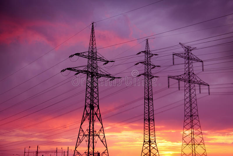 Linhas eléctricas de alta tensão imagem de stock