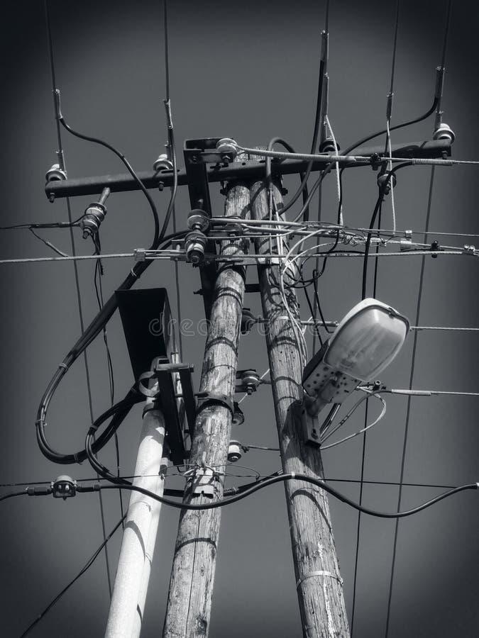 Linhas elétricas, cabos distribuidores de corrente, linha elétrica imagens de stock
