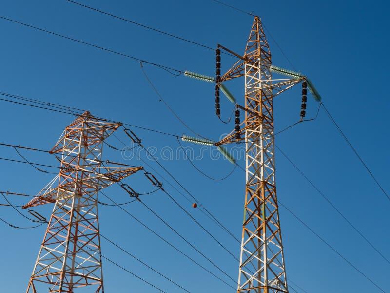 Linhas elétricas de alta tensão fotografia de stock
