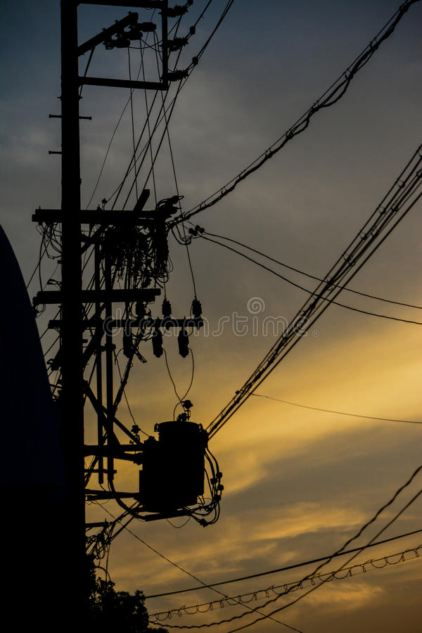 Linhas elétricas no por do sol imagens de stock royalty free