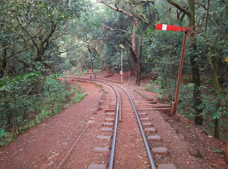 Linhas ferroviárias de estação indiana Matheran-IV do monte imagem de stock