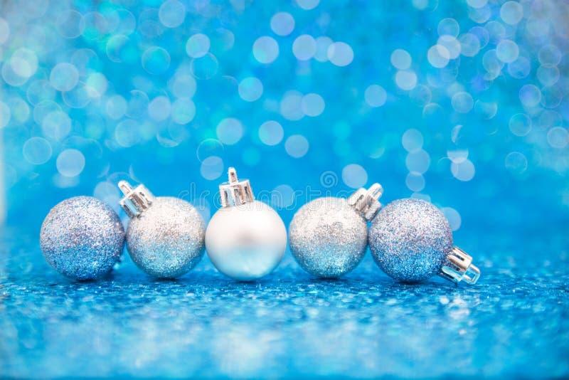 Linia błękit i srebni glittery ornamenty zdjęcia stock