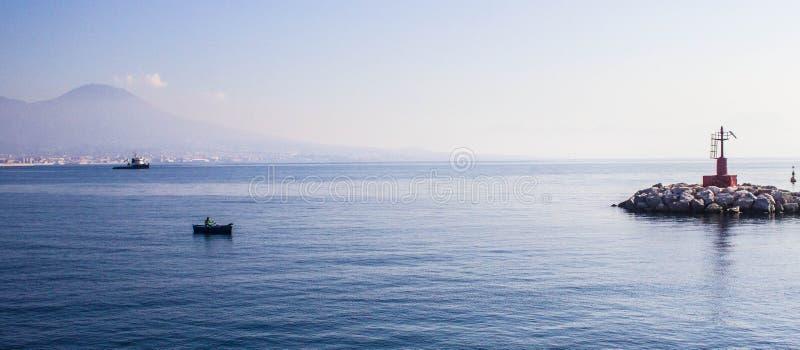 Linia brzegowa blisko do Napoli, Włochy obraz stock
