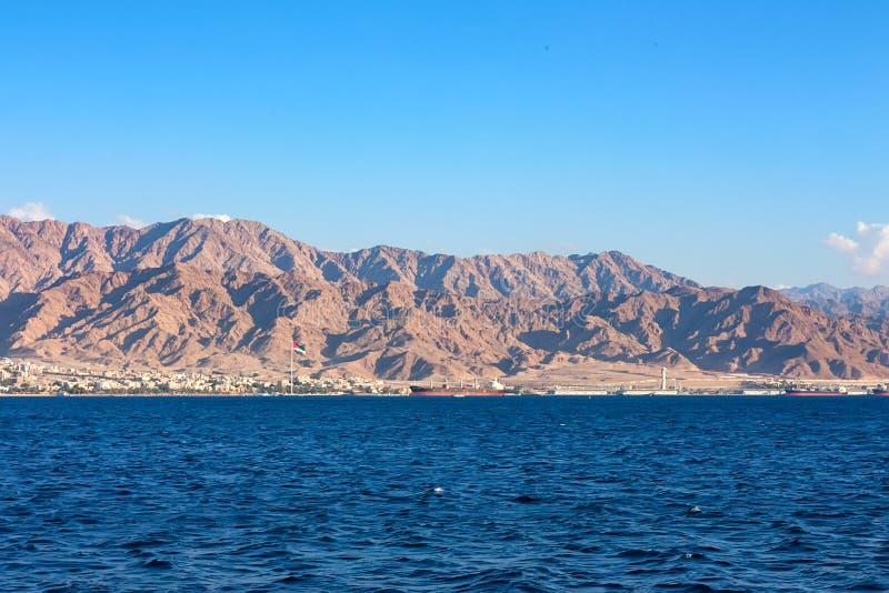 Linia brzegowa krajobraz Czerwony morze w zatoce Aqaba obrazy royalty free