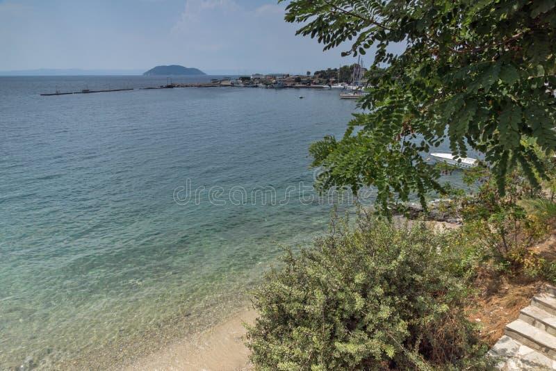 Linia brzegowa miasteczko Neos Marmaras plaża przy Sithonia półwysepem, Chalkidiki, Środkowy Macedonia, Grecja obrazy royalty free