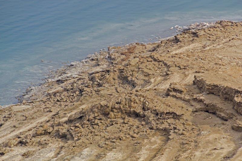 Linia brzegowa Nieżywy morze - sól na wybrzeżu w wodzie i, widok od abo obrazy royalty free