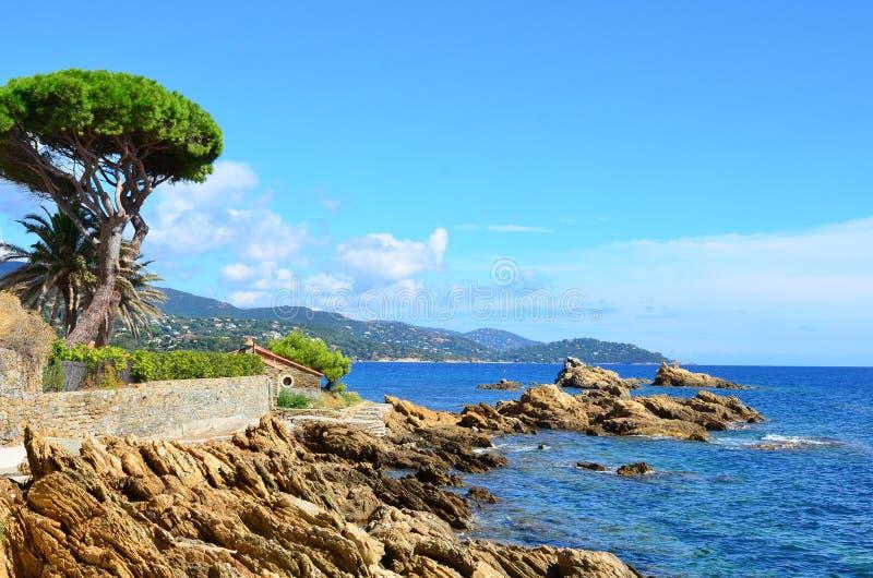 Linia brzegowa w Le Lavandou Var cote d'azur Provence, Francja zdjęcie royalty free