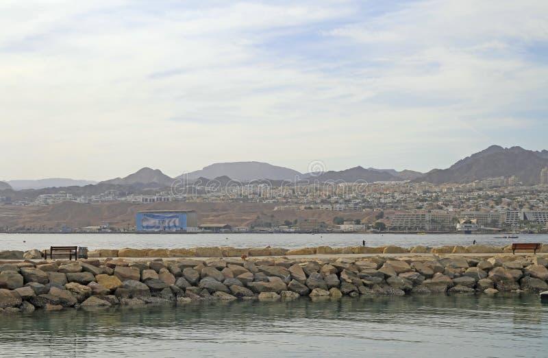Linia brzegowa w mieście Eilat lokalizować na Czerwonym morzu obraz royalty free