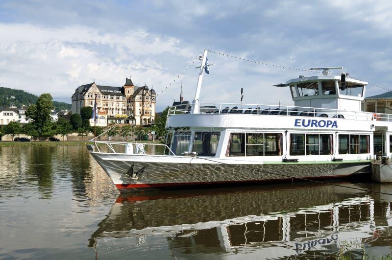 Linia horyzontu Bernkastel-Kues na Moselle, Niemcy obrazy royalty free