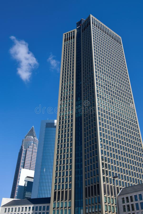 Linia horyzontu biznesowi budynki i targ handlowy Górujemy w Frankfurt, Niemcy zdjęcie stock