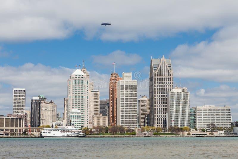 Linia horyzontu Detroit, Michigan widzieć od Kanadyjskiej strony riv obraz royalty free