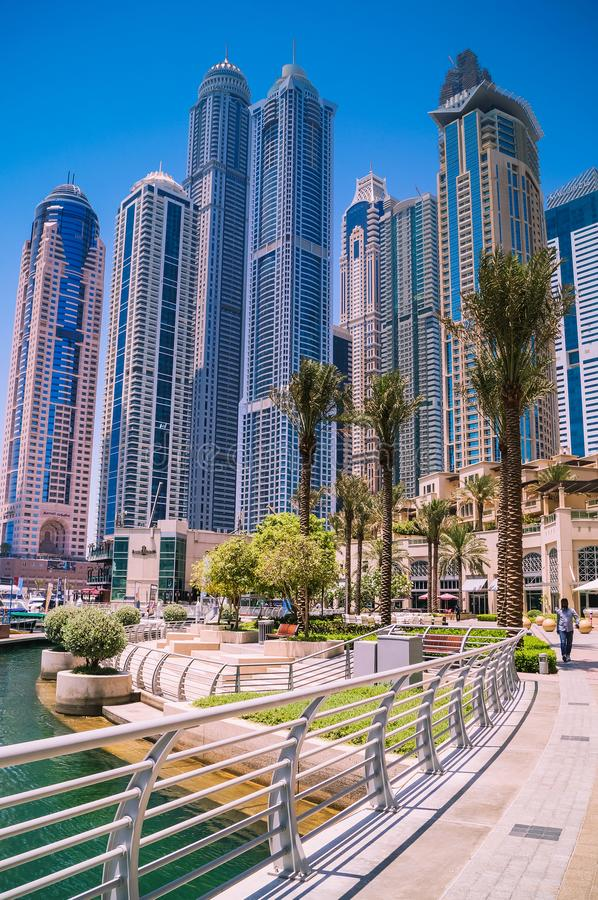 Linia horyzontu Dubaj przy marina z niebieskim niebem fotografia royalty free