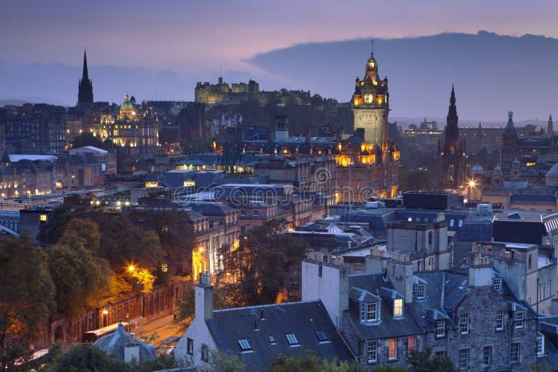Linia horyzontu Edynburg, Szkocja od Calton wzgórza przy nocą fotografia royalty free